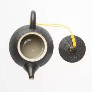 Schwarze Tee Kanne von oben